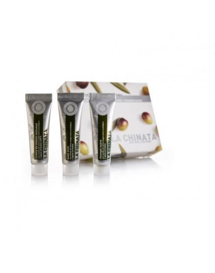 Packung mit Miniatur-Kosmetik für Frauen